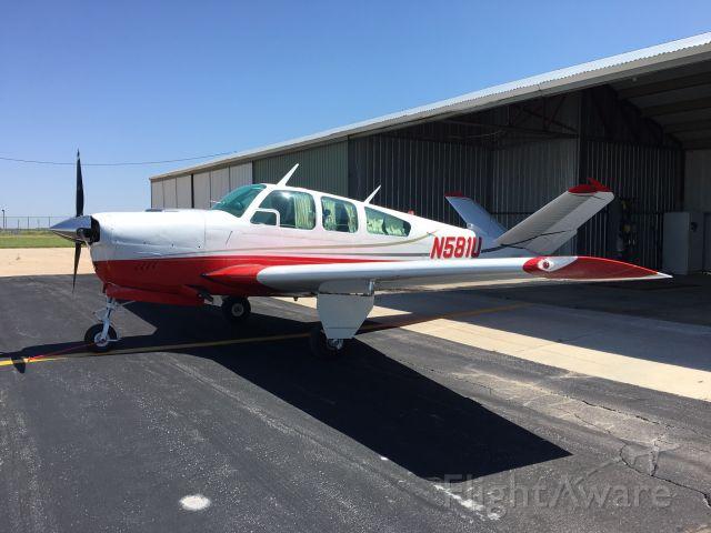 Beechcraft 35 Bonanza (N581U)