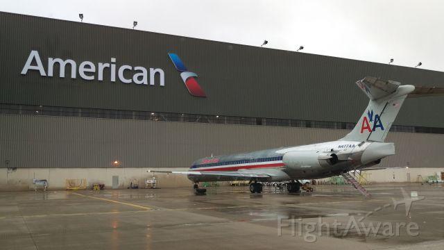 McDonnell Douglas MD-80 (N477AA)