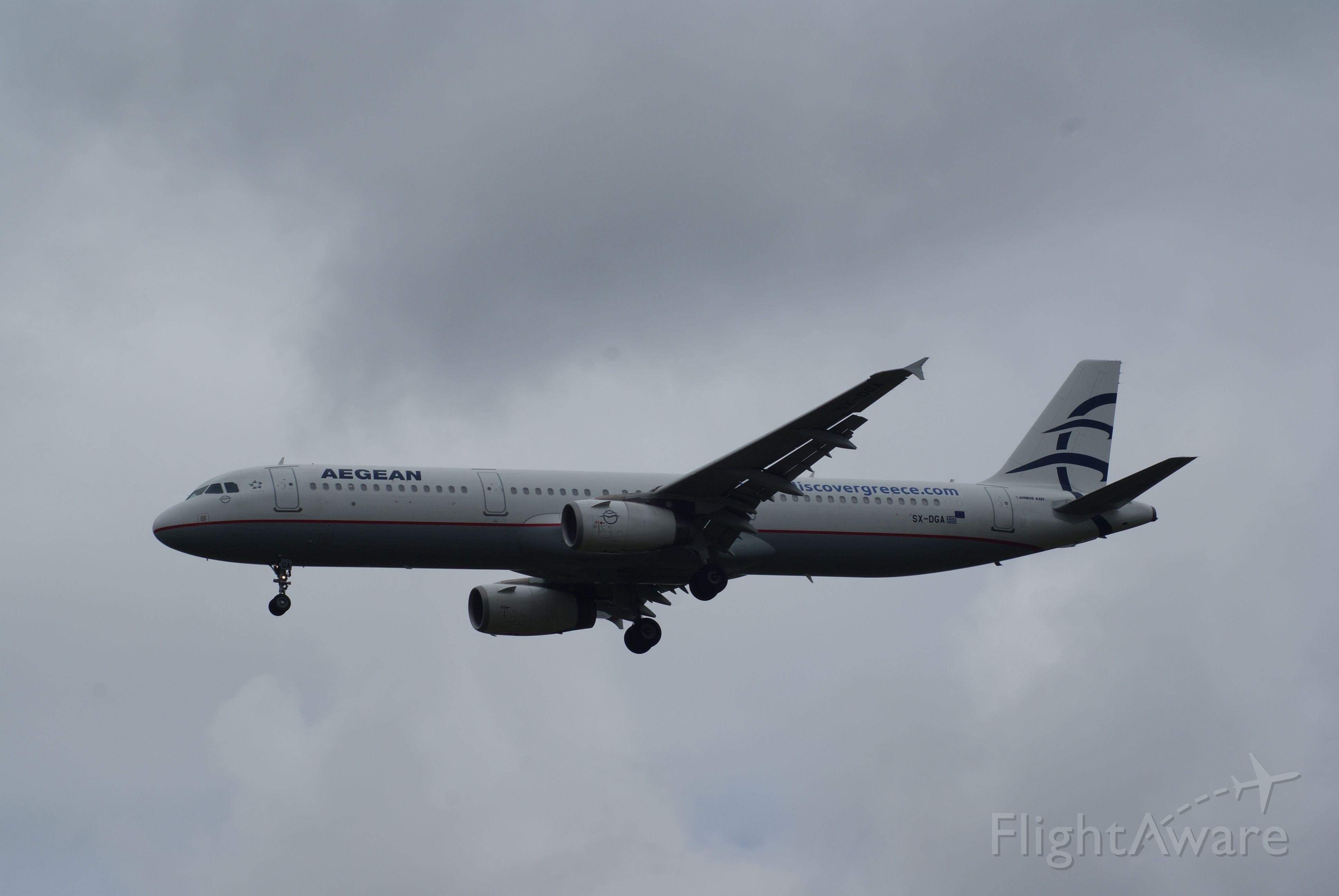 Airbus A321 (SX-DGA) - Arrival RWY27R LDN-HRW cn3878