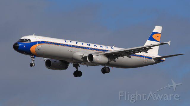 Airbus A321 (D-AIDV) - Retro