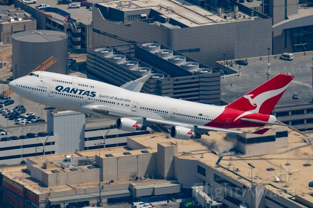 Boeing 747-400 (VH-OEJ) - VH-OEJ climbing out of LAX bound for Mojave