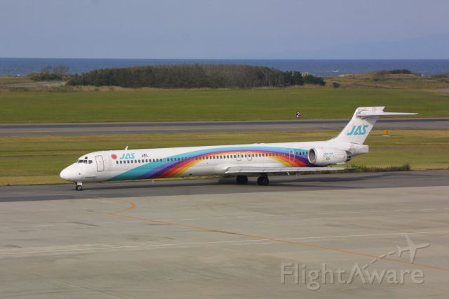 McDonnell Douglas MD-90 (JA8070)