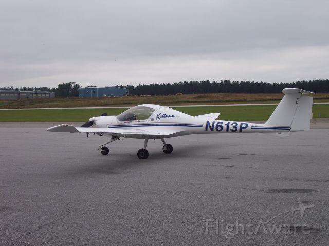 Diamond DA-20 (N613P) - Visiting the airport