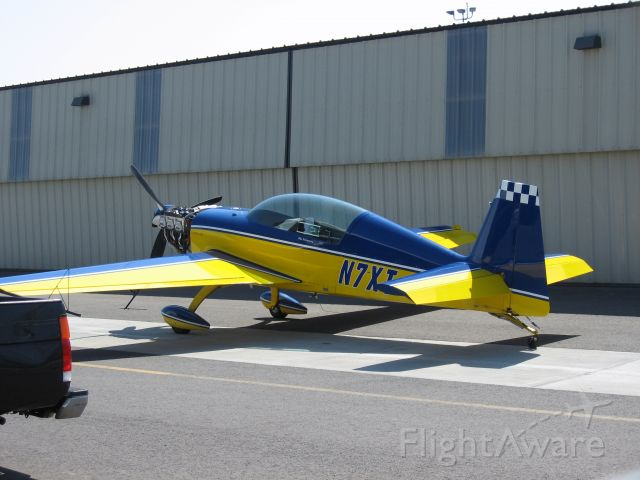 EXTRA EA-300 (N7XT) - Parked at Fullerton