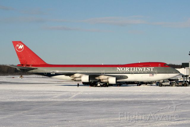 Boeing 747-200 (N623US) - NW 9804/01Mar09  At gate N8 on a frosty morning in Anchorage