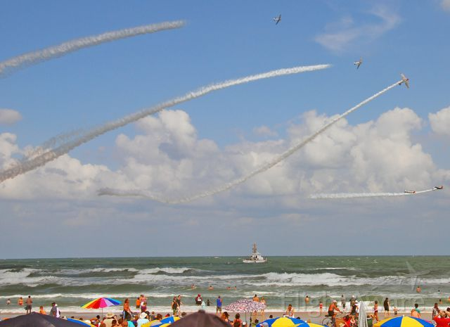 — — - Wings and Waves airshow at Daytona draws a big crowd.  The GEICO Skytypers perform.