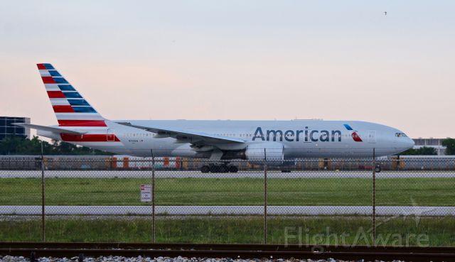 Boeing 777 (N799AN)