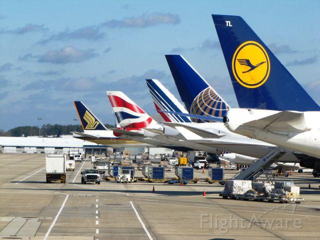 — — - D-ABTL Lufthansa Boeing 747-400  N78001 Continental Airlines Boeing 777-200  F-GSPC Air France Boeing 777-200  G-BNLF British Airways Boeing 747-400  9V-SWG Singapore Airlines Boeing 777-300