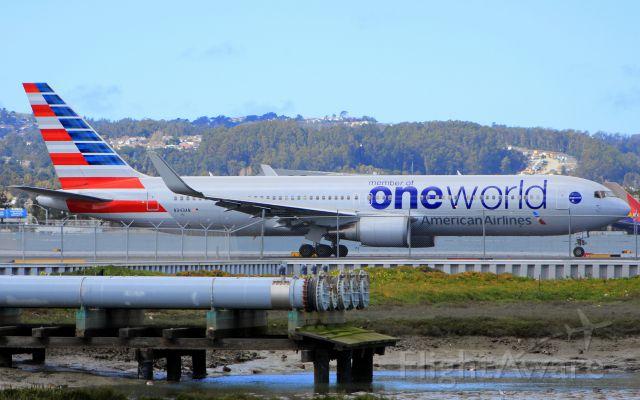 BOEING 767-300 (N343AN)