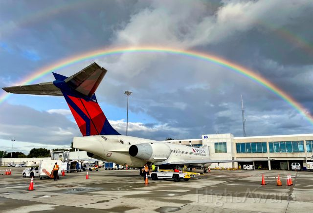 Boeing 717-200 (N607AT) - Found the pot of gold at the end of the rainbow!  9/1/21.