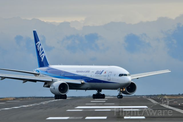 Boeing 777-200 (JA742A)