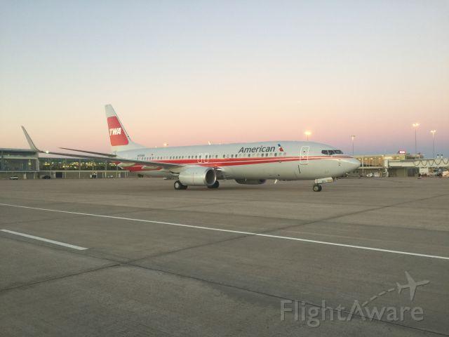 Boeing 737-800 (N915NN) - American Airlines TWA repaint departing the Tulsa airport.