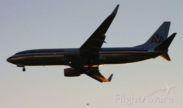Boeing 737-800 (N948AN)