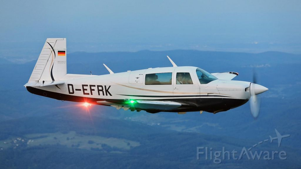 Mooney M-20 (D-EFRK) - In Flight by Robert Kapper
