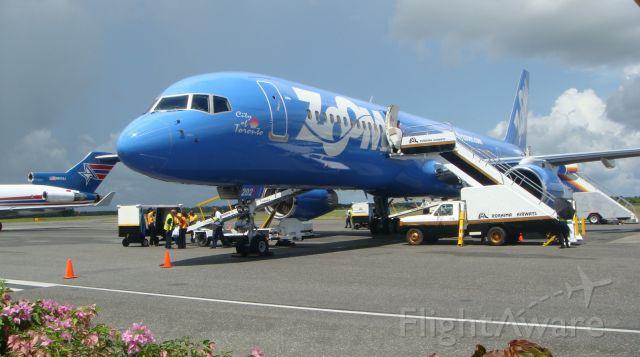 Boeing 757-200 (C-GTDX)