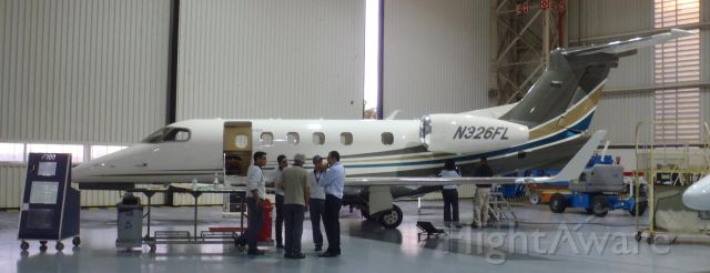 Embraer Phenom 300 (N326FL)