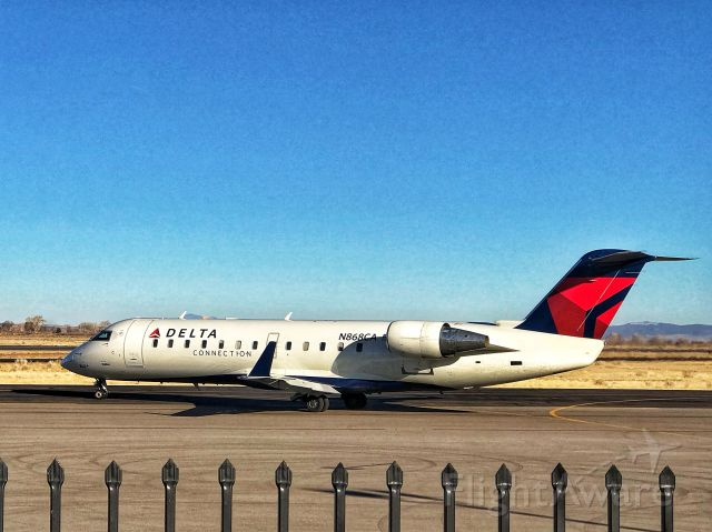 Canadair Regional Jet CRJ-200 (N868CA) - N868CA - 2000 Bombardier CL-600-2B19