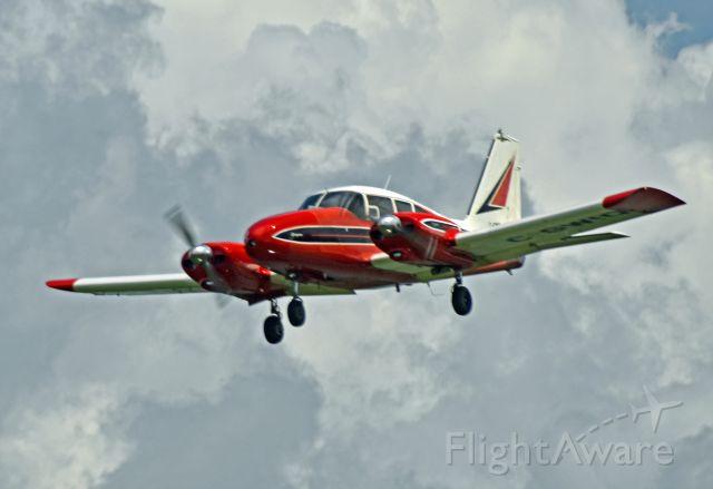 Piper Apache (C-GWIQ) - 1962 Piper PA-23-250 Aztec B (C-GWIQ/27-2135) on final approach to runway 27 (June 30, 2021)