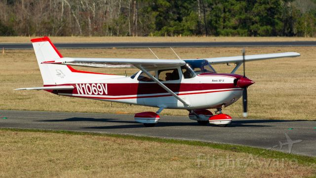 N1069V — - Taxiing from the active runway after a smooth landing.