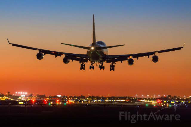 Boeing 747-400 — - Late evening arrival of British Airways to RWY 26 at Phoenix Sky Harbor Airport.