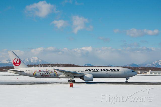 BOEING 777-300 (JA751J)