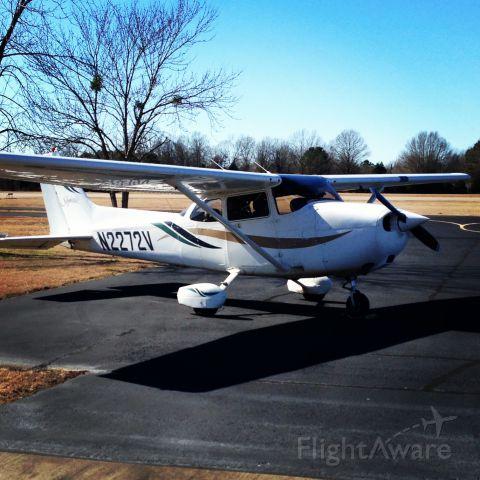 Cessna Skyhawk (N2272V)