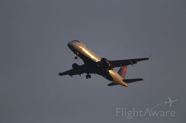 Embraer 170/175 (N623CZ)