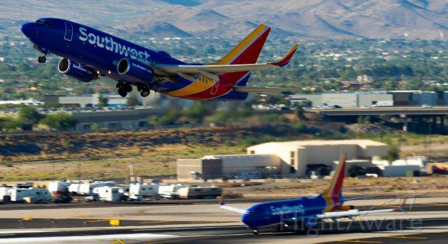 Boeing 737-700 (N729SW) - Departure RWY 7L, Landing RWY 7R