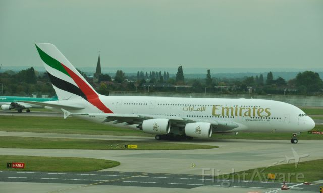 Airbus A380-800 (A6-EDW) - Emirates Airbus A380-861 A6-EDW in London Heathrow