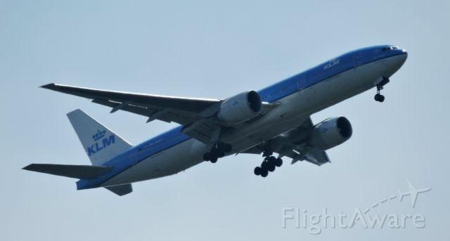 Boeing 777-200 (PH-BQA) - Minutes before landing, summer 2019.