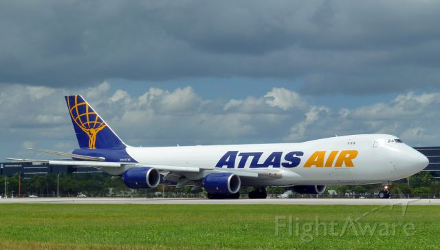 BOEING 747-8 (N854GT)
