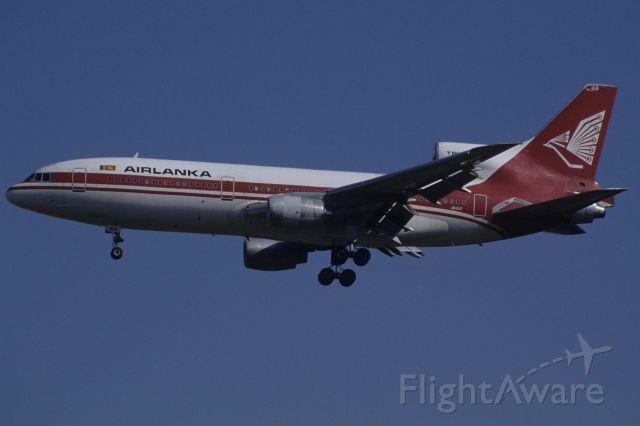 Lockheed L-1011 TriStar (4R-ALB) - Final Approach to Narita Intl Airport Rwy34L on 1998/11/21