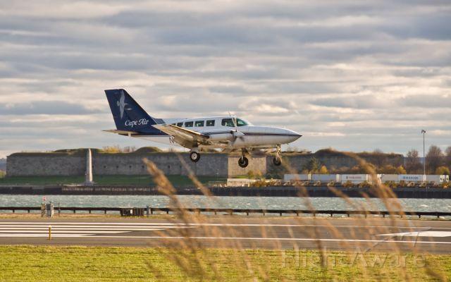 Cessna 402 (N121PB) - RWY32 arrival with Castle Island South Boston,Ma 02127