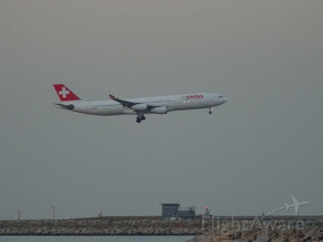 Airbus A340-300 (HB-JMF)