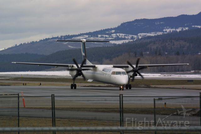 de Havilland Dash 8-400 (C-FOEN) - Encore