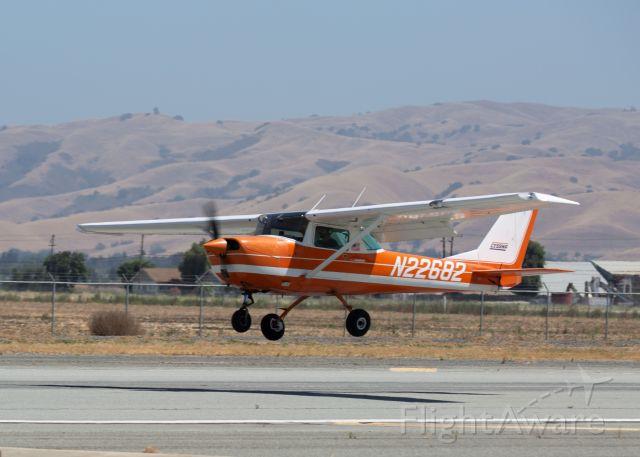 Cessna Commuter (N22682) - 1968 Cessna 150H landing at KCVH - Hollister, CA June 28th, 2018