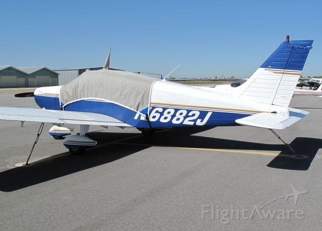 Piper Cherokee (N6882J)