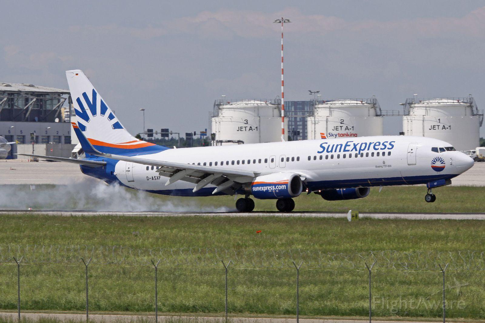 Boeing 737-800 (D-ASXF)