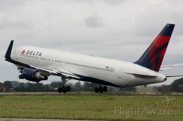 BOEING 767-300 (N1610D) - Take off from RWY 36L
