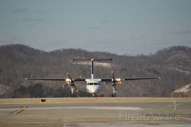 de Havilland Dash 8-100 (N646CC) - Thank you Kanawha County Schools for the 3rd SNOW DAY in a ROW! I enjoyed spotting at CRW and playing with my new Nikon D3200!