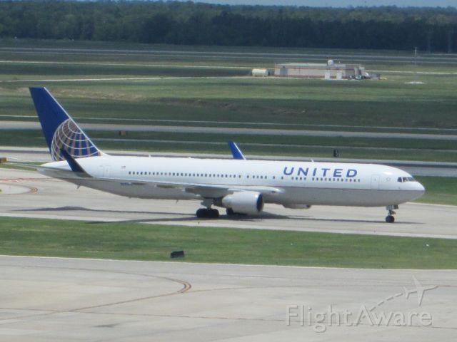 BOEING 767-300 (N675UA)