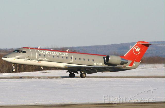 Canadair Regional Jet CRJ-200 (N8709A)