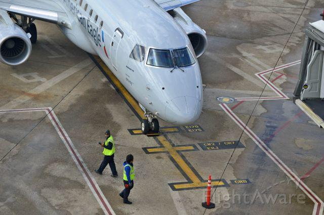 Embraer 175 (N223NN)