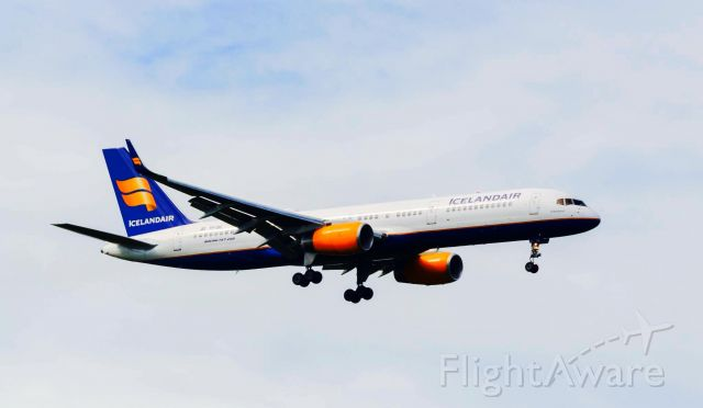 Boeing 757-200 (TF-ISL)