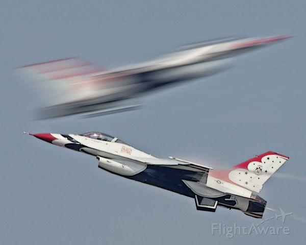 Lockheed F-16 Fighting Falcon — - Thunderbird Pass, CHS