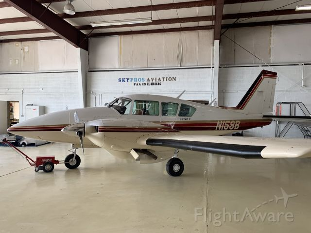 Piper Apache (N159B) - Skypros hangar