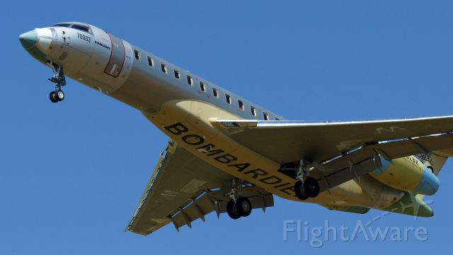 BOMBARDIER BD-700 Global 7500 (C-GLBX) - Operating as BBA703, 13R approach.