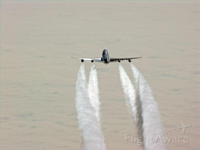 Boeing 747-400 (B-HUA) - 747 en route eastern Pacific FL 370  N52 W164