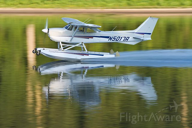 """Cessna Skyhawk (N5017R) - Photographed by Chris Padilla on August 1, 2012 in Chillicothe, IL.  See more at <a rel=""""nofollow"""" href=""""http://www.cisportsphotos.com/seaplane_2012-08-01"""">http://www.cisportsphotos.com/seaplane_2012-08-01</a>"""