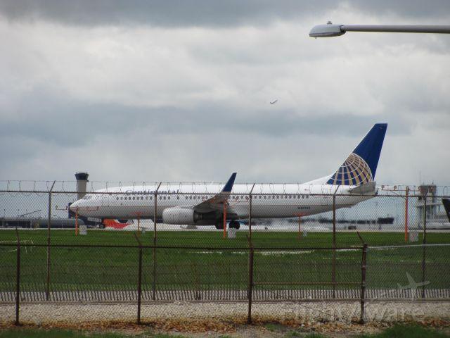 Boeing 737-800 (N14242)